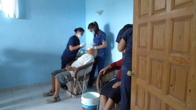 Free dental clinic in Mahahual.