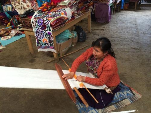 Weavers use the same looms as their ancestors. (Photo: Paula Froelich)