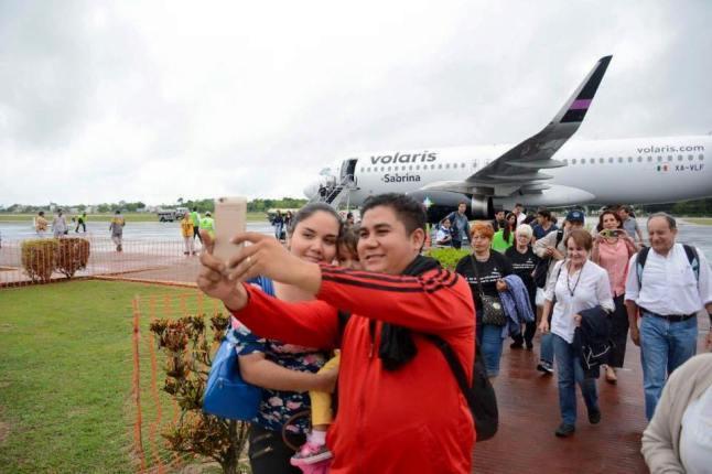 airport passengers 2